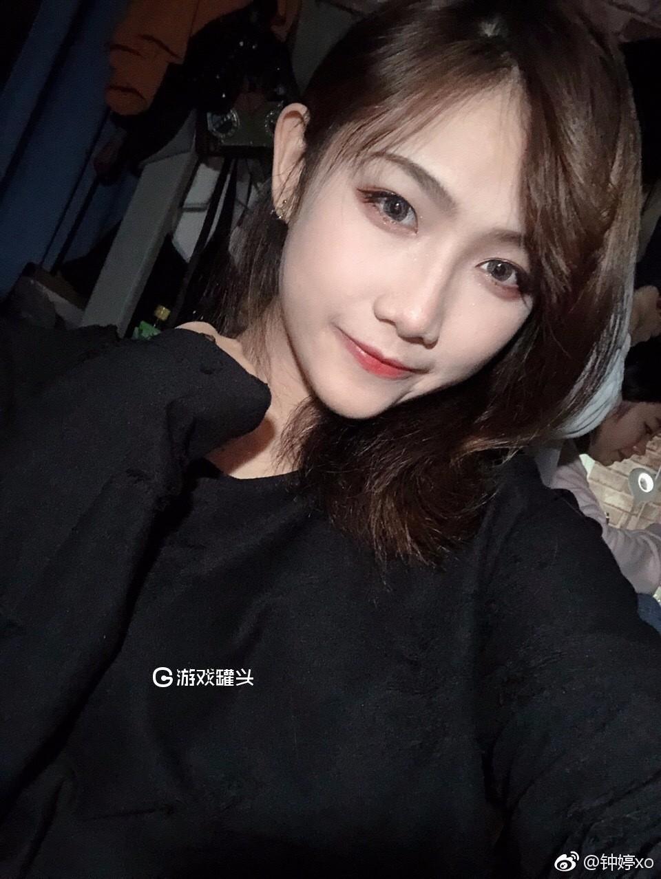 钟婷最新自拍照片之这个女孩有点酷 还有点可爱20P