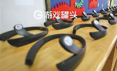 學生頭戴腦機接口頭環檢測是否專心上課 是否人道問題引起網友討論